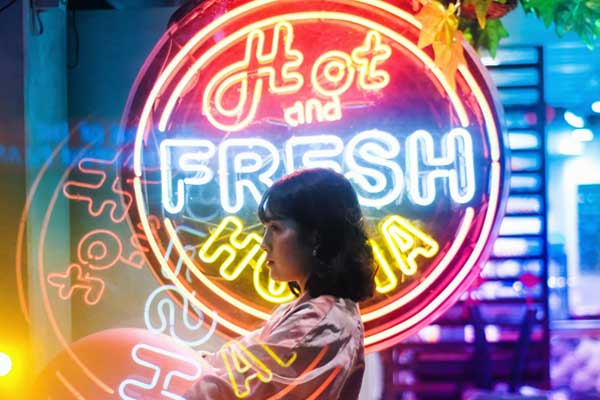 Consistent-High-Brightness-of-Neon-Signs